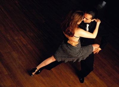 high-angle-tango-dancers-1